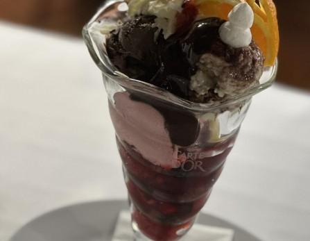 Somlói galuska vanília fagylalttal