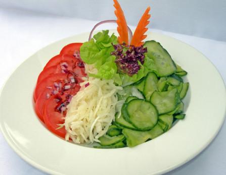 Saláta válogatás ( uborkasaláta, paradicsomsaláta, káposztasaláta)