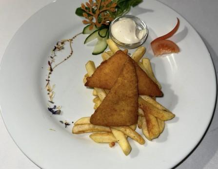 Miki egér sajtos csemegéje ropogós magvas bundában sütve, hasábburgonyával vagy rizzsel, tartármártással