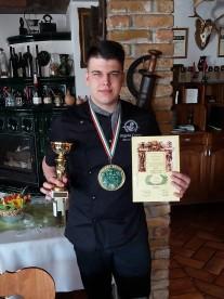 Országos szakács versenyen aranyérmes lett az egyik tanulónk, Varga Tamás.